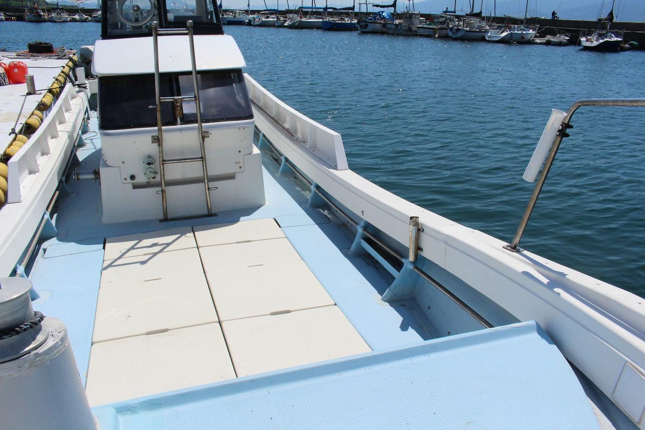 日の出丸 遊漁船 釣り船 初心者歓迎 船体 ゆったりしたスペース 港浜漁港
