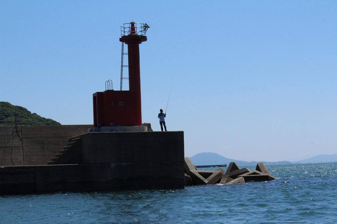 日の出丸 遊漁船 釣り船 初心者歓迎 船体 港浜漁港 釣りスポット