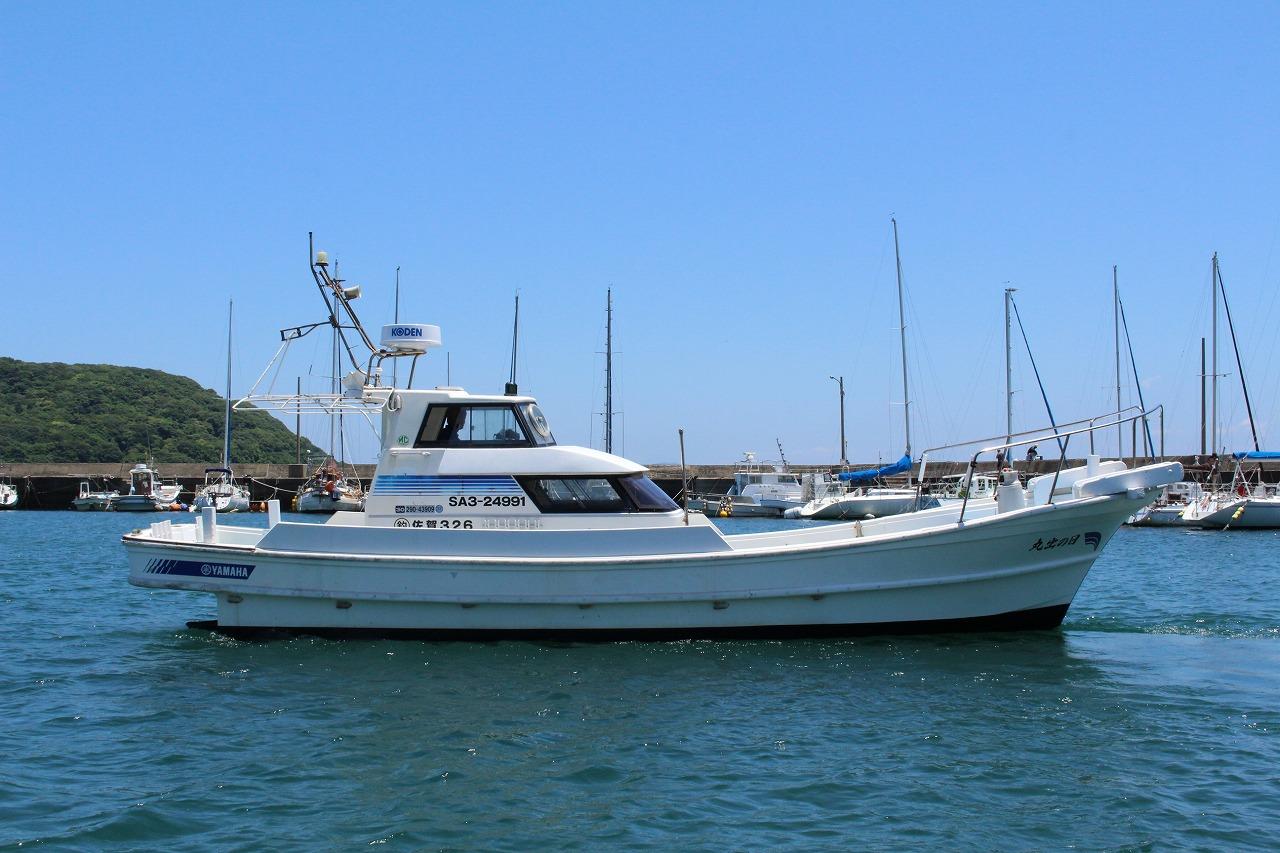 日の出丸 遊漁船 釣り船 初心者歓迎 船体 港浜漁港 湾内